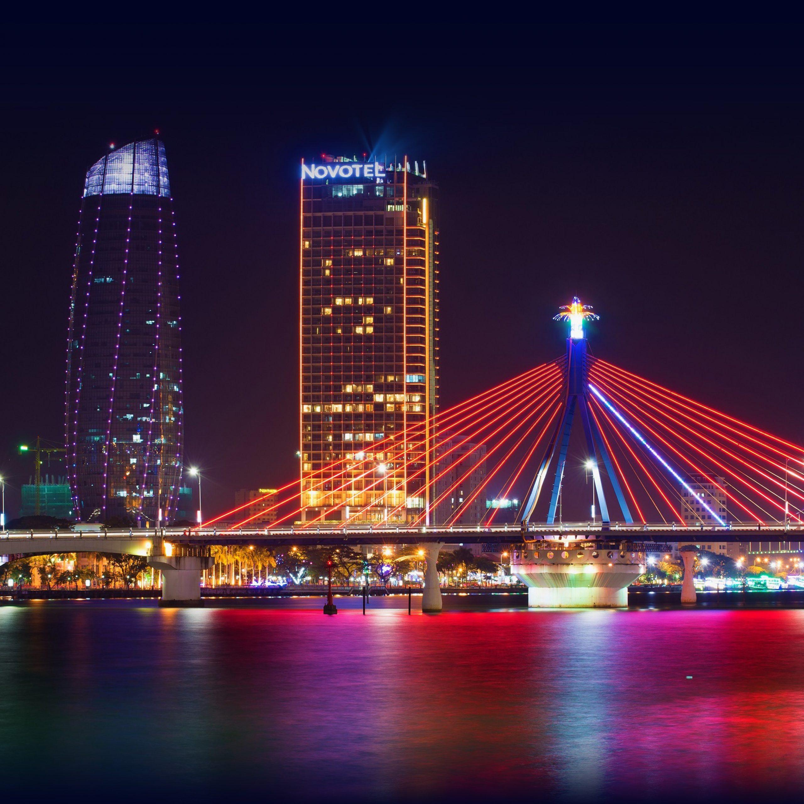 cây cầu dây băng qua sông hàn